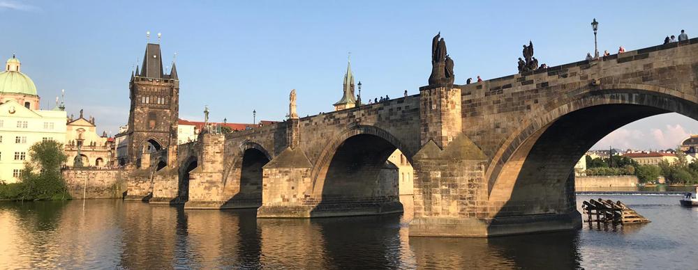 Prag: 30°C, keine Wolken und eine Menge zu tun